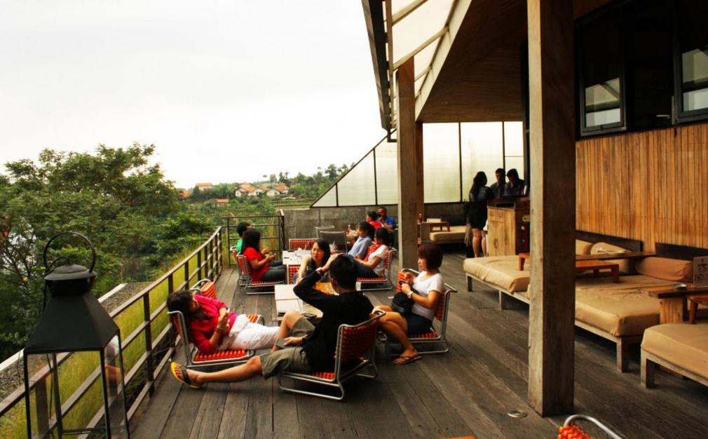 Maja House Bandung - Tempat Makan Paling Enak di Bandung