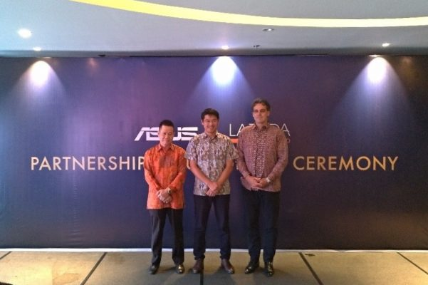 Representative of ASUS, Lazada and Sat Nusapersada