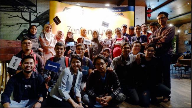 Foto Bersama Jagongan Barengan Media dan Blogger